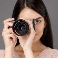 カメラの女性